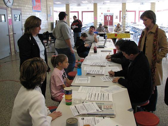 2007. Sign-ups at George Fox Middle School.