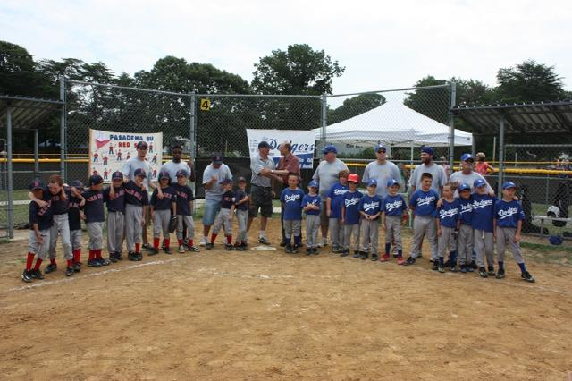 2011. 8U World Series Teams with County Executive John Leopold.