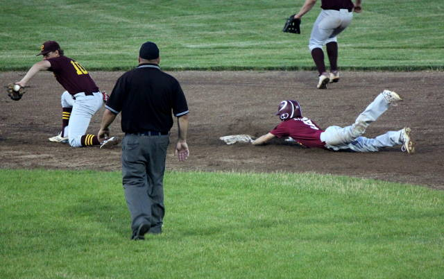 Tyler Kloewer steals second