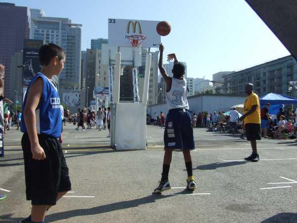 Da'Jour knocking down free throws