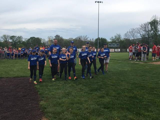 Coach Mel Hansley and her 10U Softball team