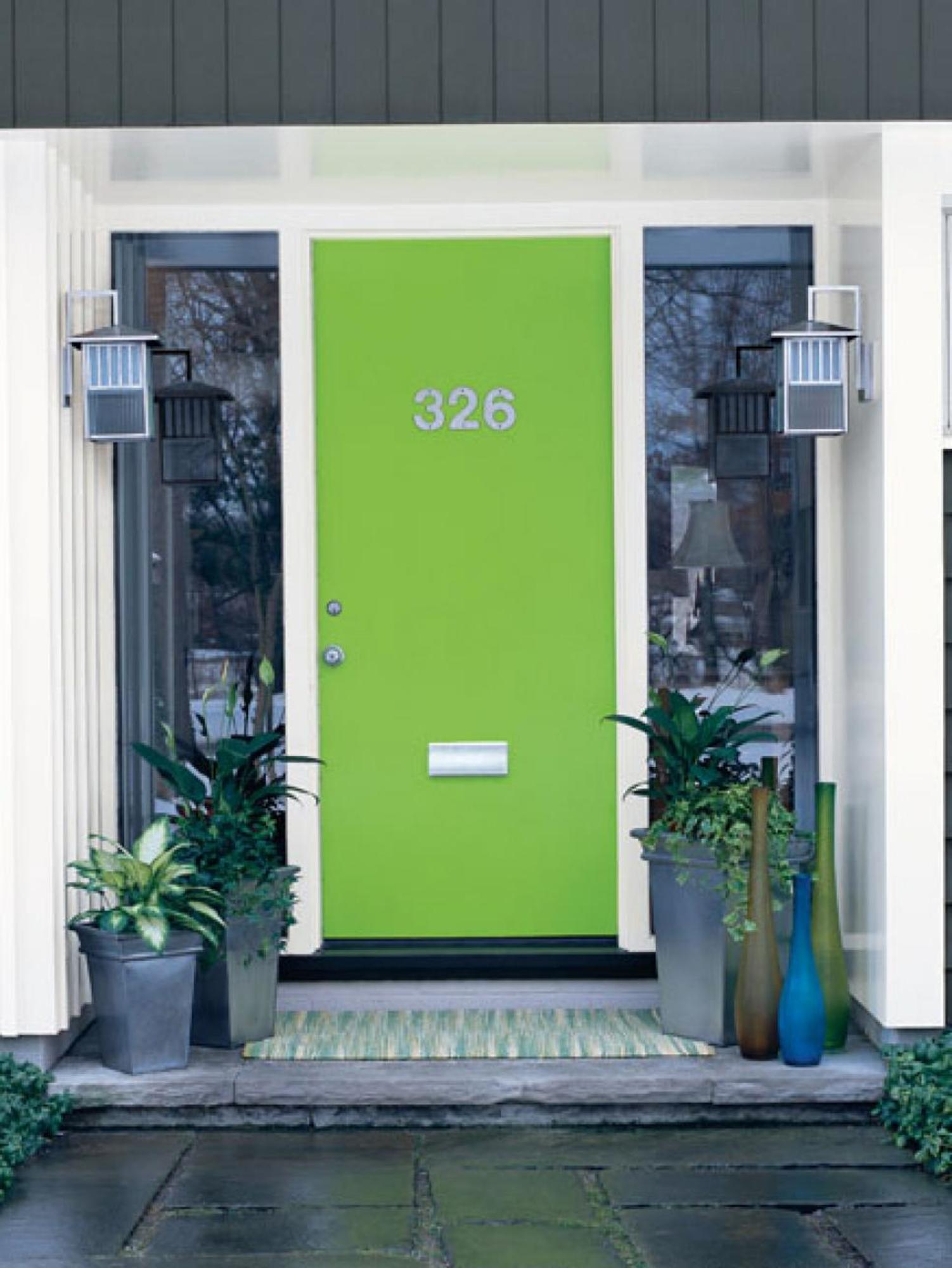 CI-Sherwin-Williams_Bright-Green-Front-Door_s3x4.jpg.rend.hgtvcom.966.1288.jpeg