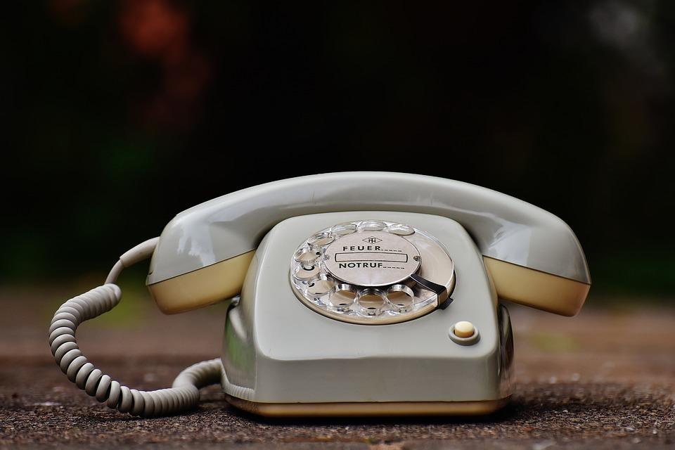 Old-Phone-60s-Dial-70s-Post-Grey-Phone-1672766.jpg