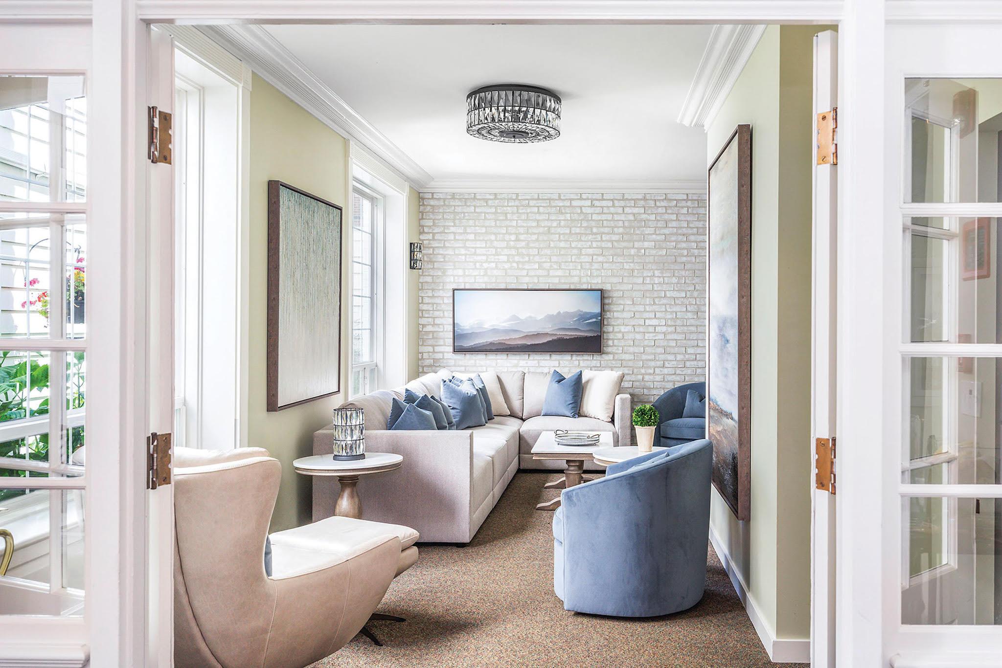 Transitional Coastal Living Room