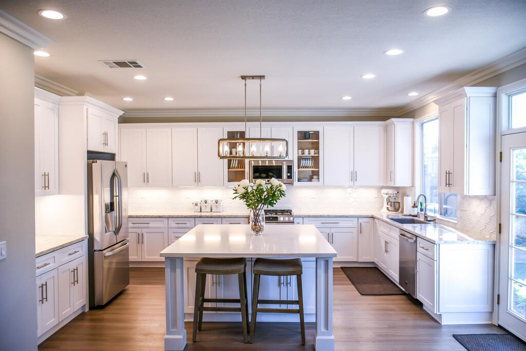 all-white-kitchen-cabinet-backsplash-traditional-kitchen-design-lladesigns-atlanta-marietta.jpg