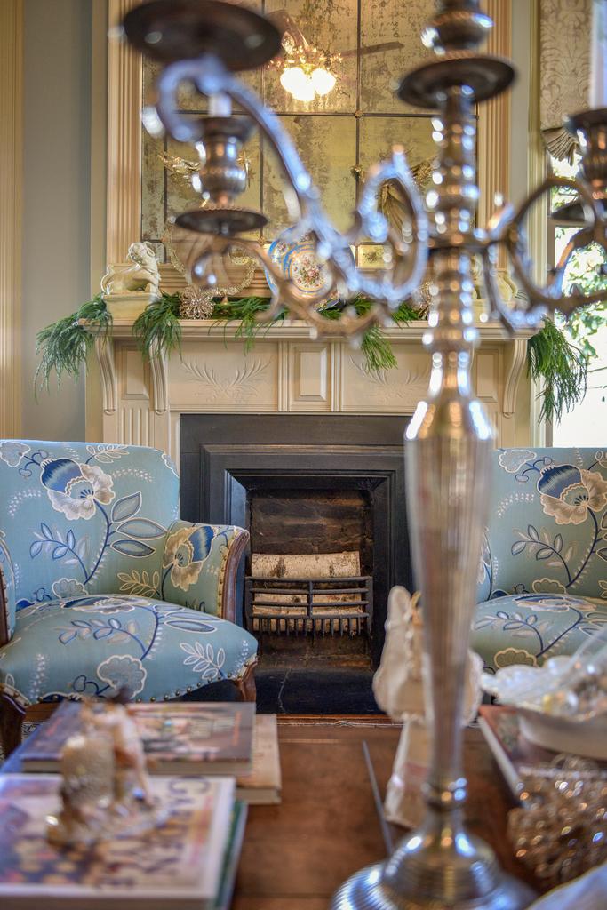 old-marietta-historic-home-interior-design-living-room-lla-design.jpg
