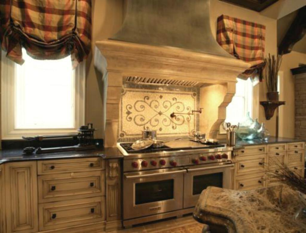 traditional-southern-kitchen-mosaic-backsplash-covered-hood-kitchen-design-lla-designs-atlanta-marietta.jpg