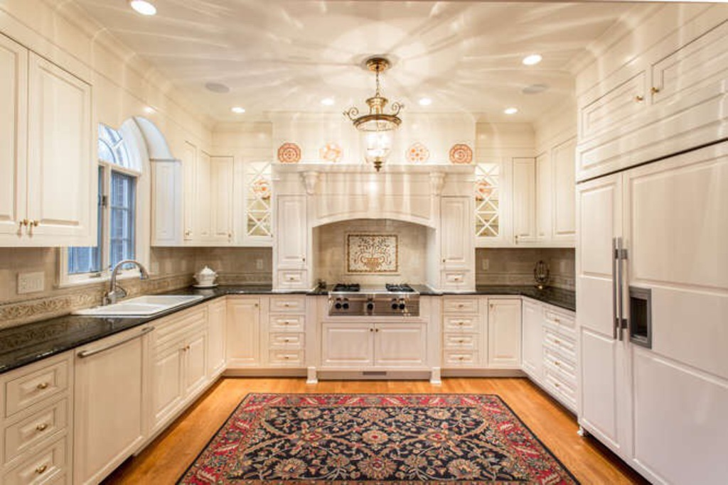 traditional-southern-kitchen-mosaic-backsplash-covered-hood-kitchen-design-lladesigns-atlanta-marietta.jpg