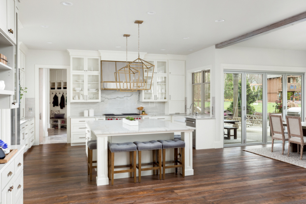 transitional- white-kitchen-metal-stainless-brass-strap-hood-kitchen-design-lladesigns-atlanta-marietta.jpg