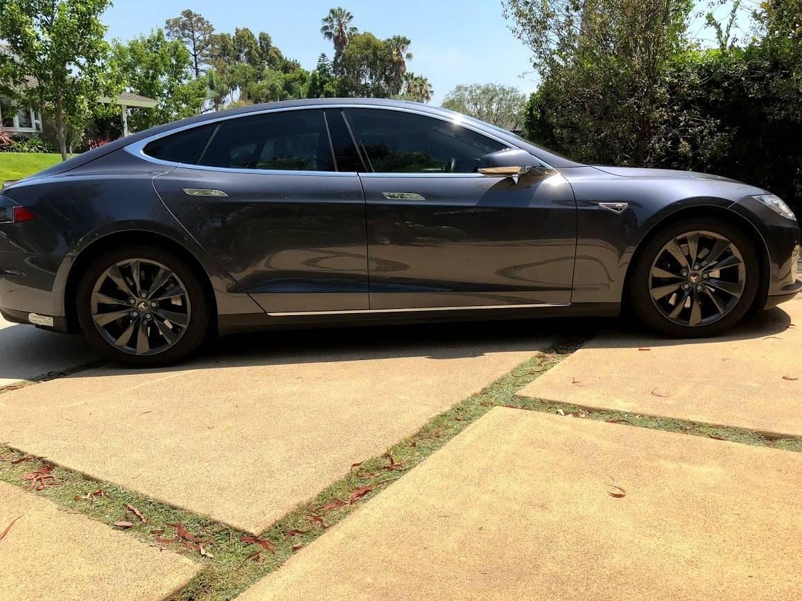 2015 Tesla Model S 5YJSA1E23FF103574