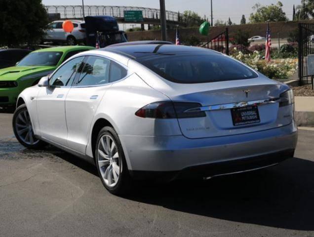 2015 Tesla Model S 5YJSA1H22FFP69885