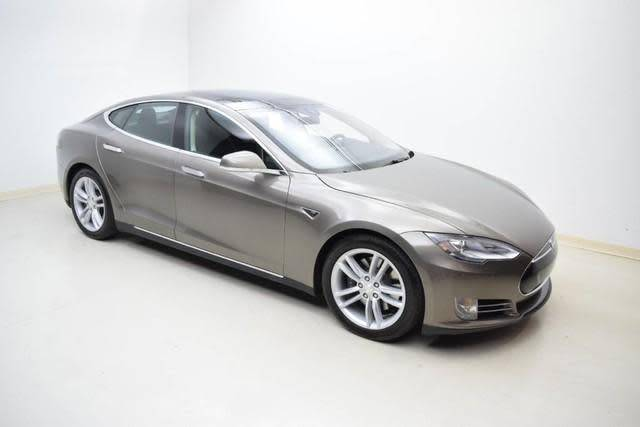 2015 Tesla Model S 5YJSA1S24FF084991