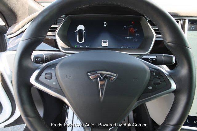 2015 Tesla Model S 5YJSA1H28FF083544