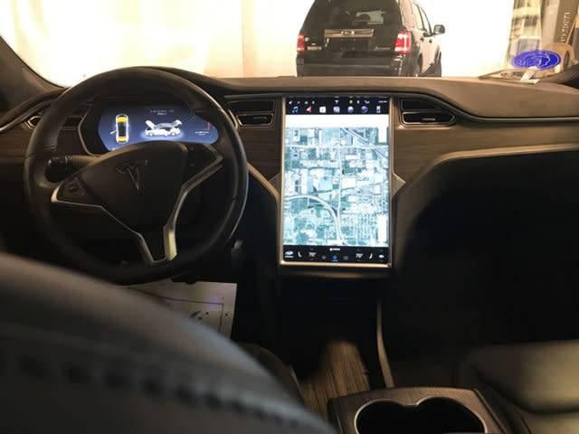 2015 Tesla Model S 5YJSA4S28FF086082