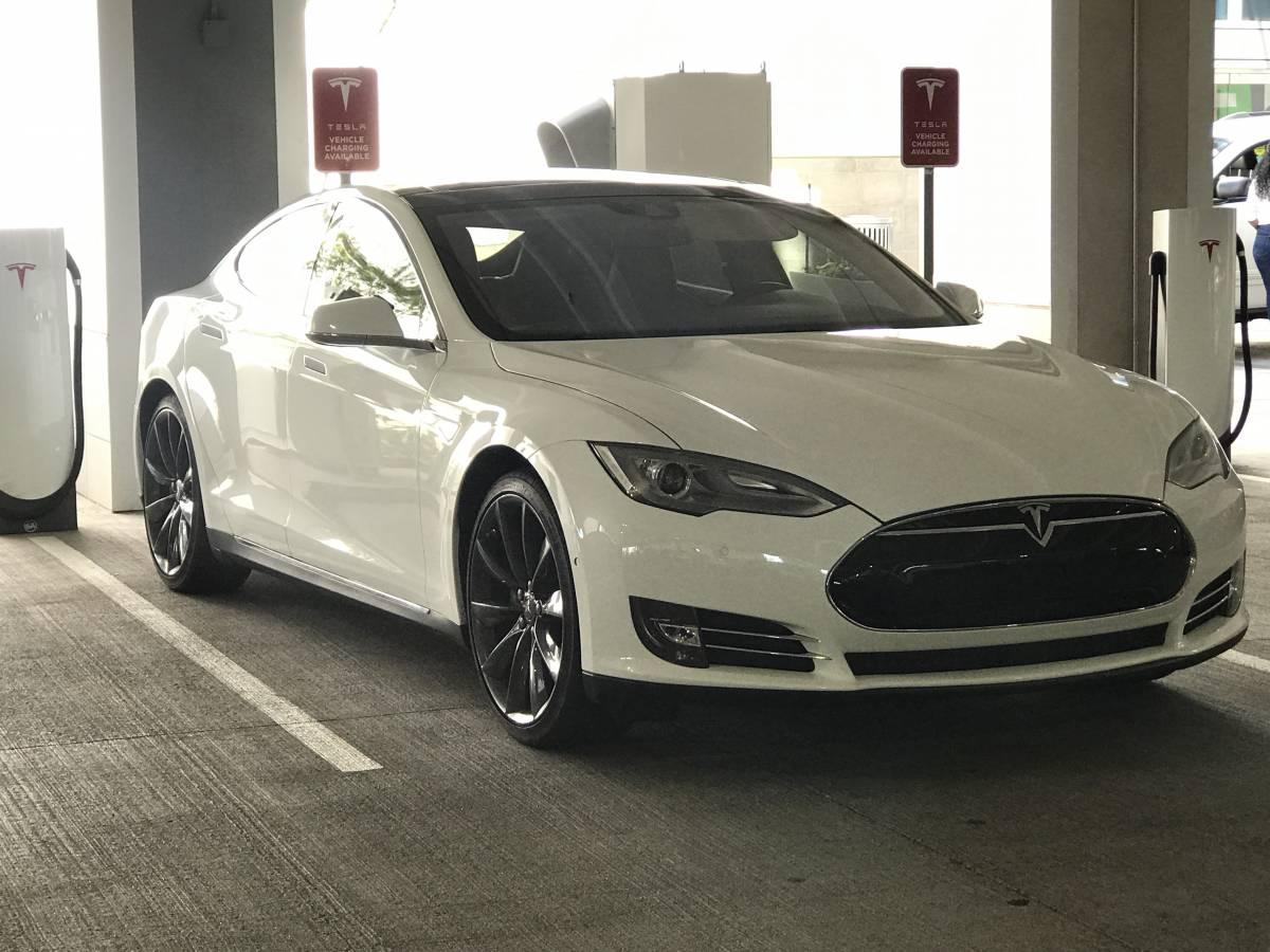 2015 Tesla Model S 5YJSA1S19FFP71956