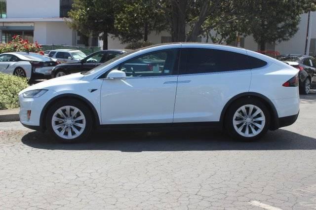 2018 Tesla Model X 5YJXCBE21JF110263