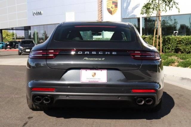 2019 Porsche Panamera WP0AE2A74KL124609