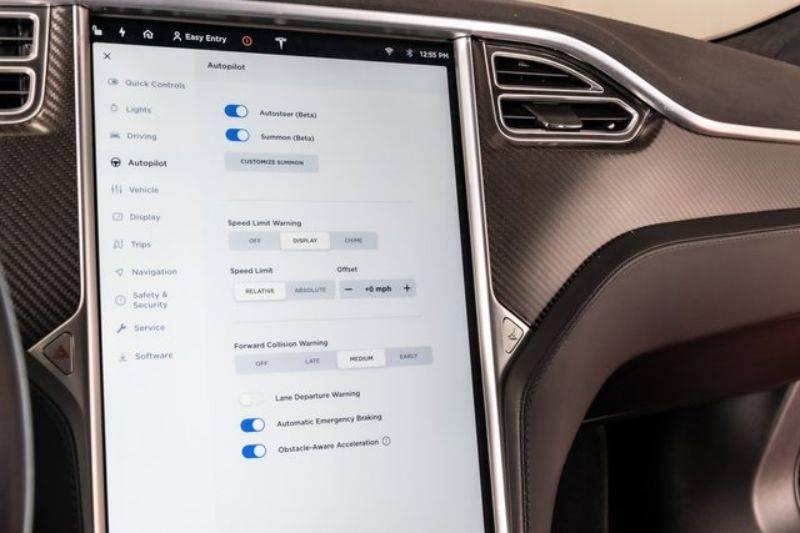 2015 Tesla Model S 5YJSA1H18FF083633