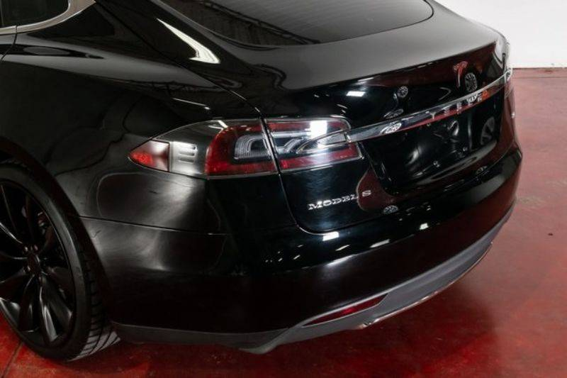 2013 Tesla Model S 5YJSA1DN9DFP04478