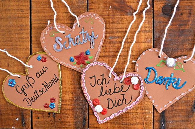 Paper Lebkuchenherzen (German Gingerbread Hearts)