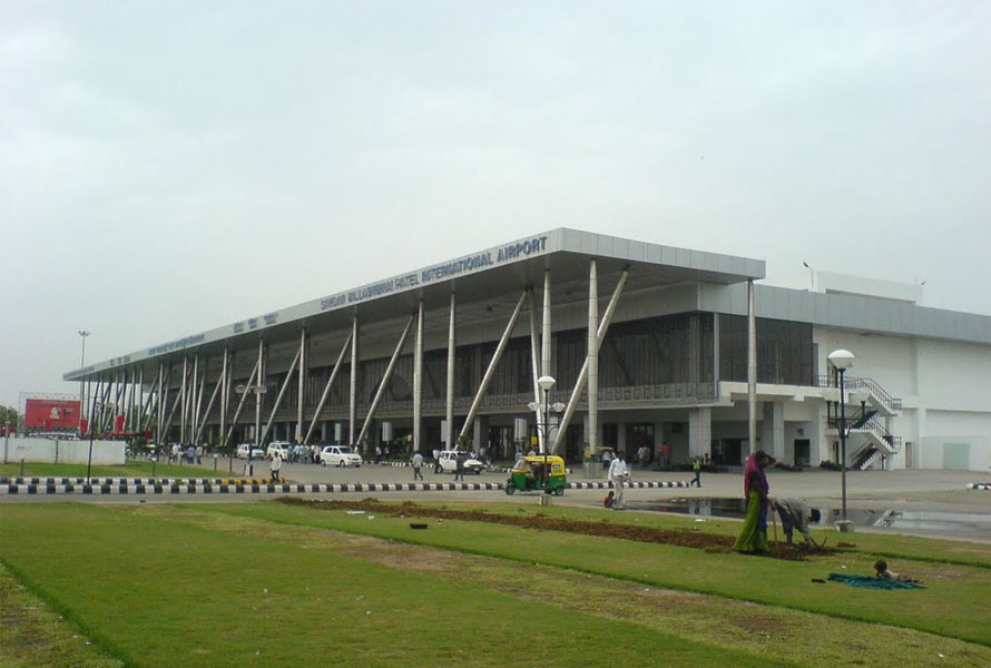 Rooftop Solar Plant at the Sardar Vallabhbhai Patel International Airport Gets Commissioned