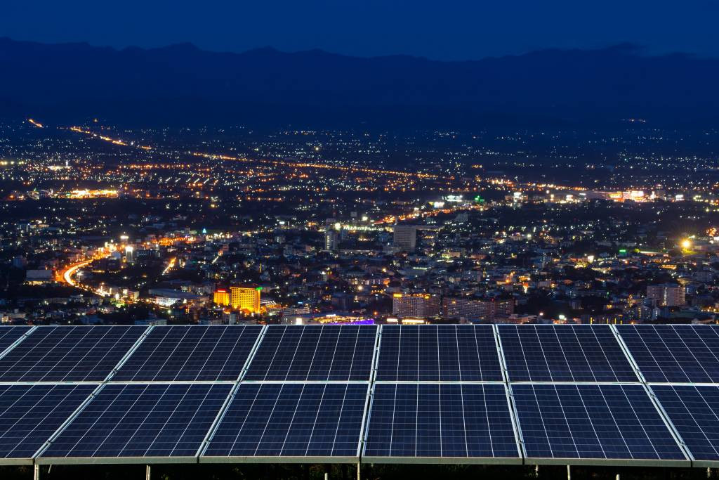 Solar panels that generate electricity at night