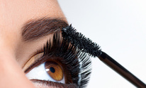 On The Spot Cuts And Styles: Eyelash Extensions