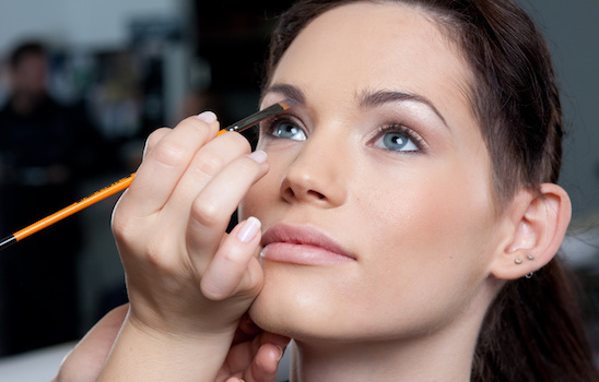 Makeup_application_b