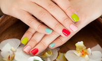 Hemispheres Salon & Day Spa: Manicure
