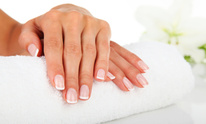 L T Nails & Spa: Manicure