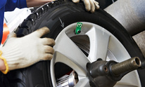 Expert Oil Change: Tire Mounting