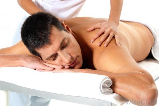 Man-getting-massage