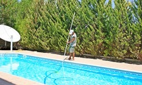 Galloway Pools & Spas Inc: Pool Cleaning
