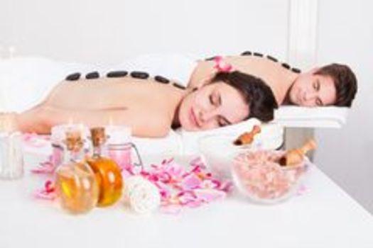 Couple-enjoying-lastone-massage-young-back-spa-40190194