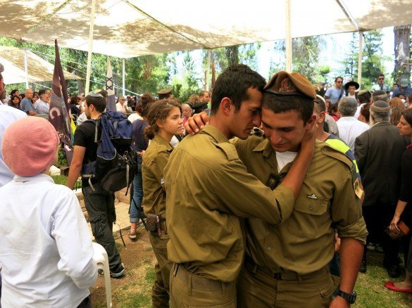 golani_soldiers_grieve