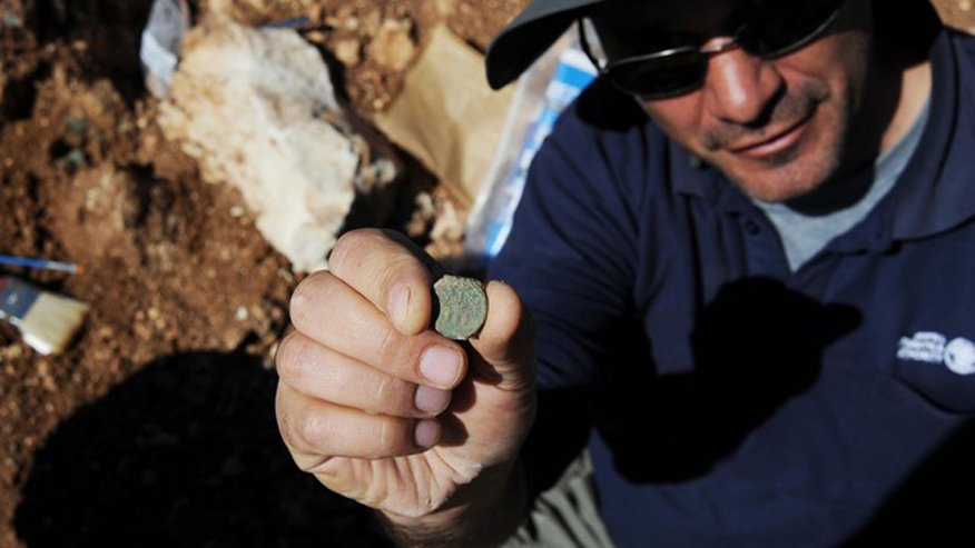 Pablo Betzer, IAA District Archaeologist for Judah, with a coin from the Year Four of the Great Revolt.Vladimir Niihin/IAA