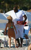 Check out the difference in size between Shaquille O'Neal and his petit girlfriend
