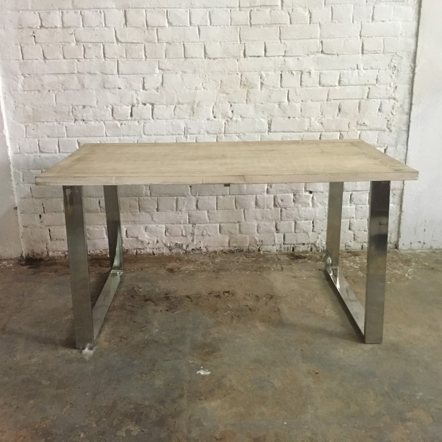 Delicieux STAINLESS STEEL DINING TABLE WITH WOOD TOP