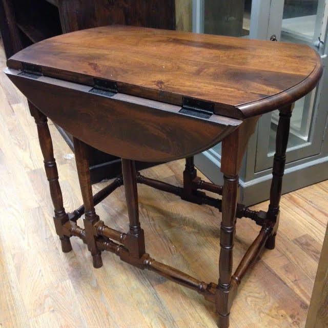round drop leaf table Round Drop Leaf Table   Nadeau Austin round drop leaf table
