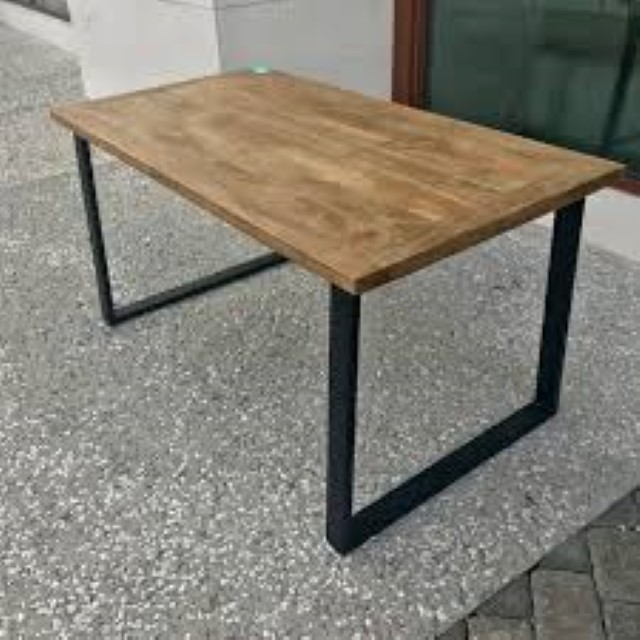 Gentil STAINLESS STEEL DINING TABLE WITH WOOD TOP