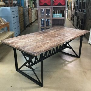 Charmant Iron Trestle Table