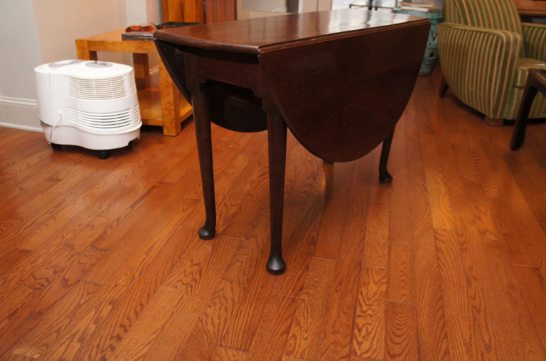 American Queen Anne Mahogany Rount Drop-Leaf Table with Pad Feet, 18th Century