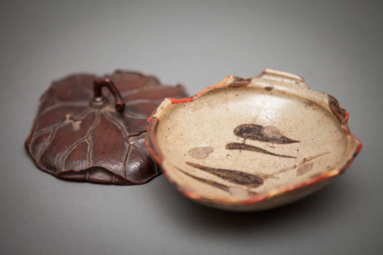 Japanese 17th Century Karatsu Bowl with 19th Century Carved Leaf Lid