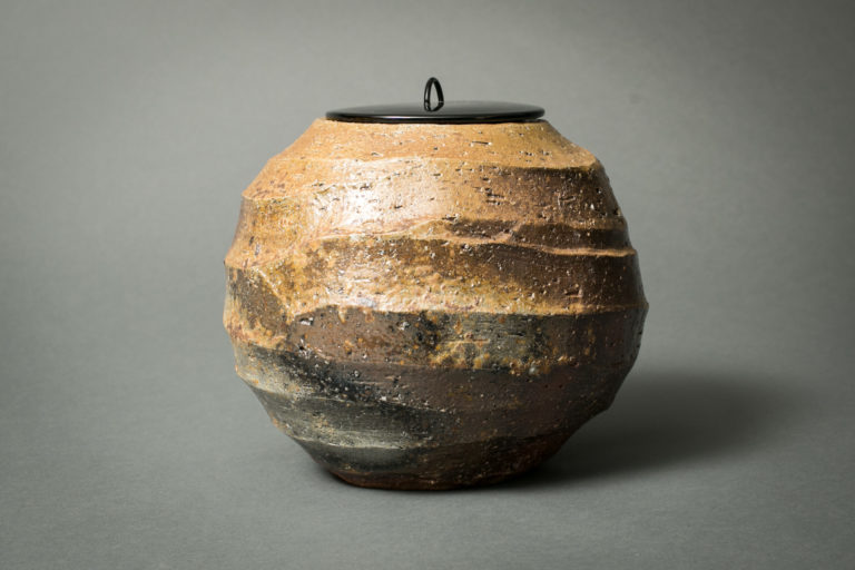 Japanese Antique Bizen Mizusashi with Lacquer Lid