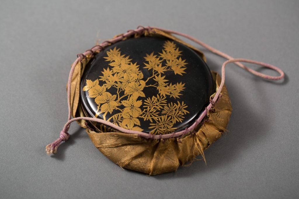 Japanese Edo Period Antique Round Lacquer Box for Cosmetics