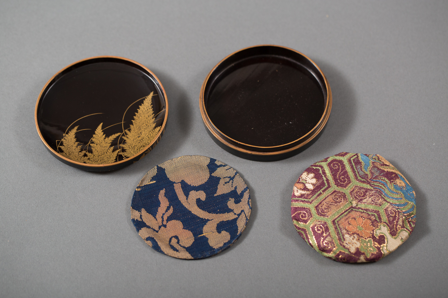 Japanese Edo Period Antique Round Lacquer Box for Cosmetics