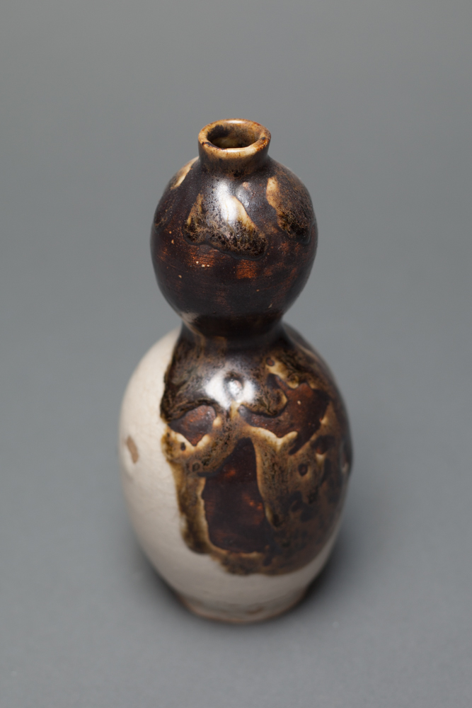 Japanese Gourd-Shape Tokkuri (Sake Bottle)