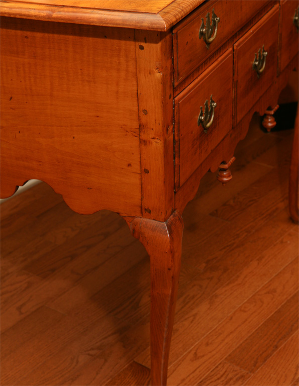New England Dressing Table