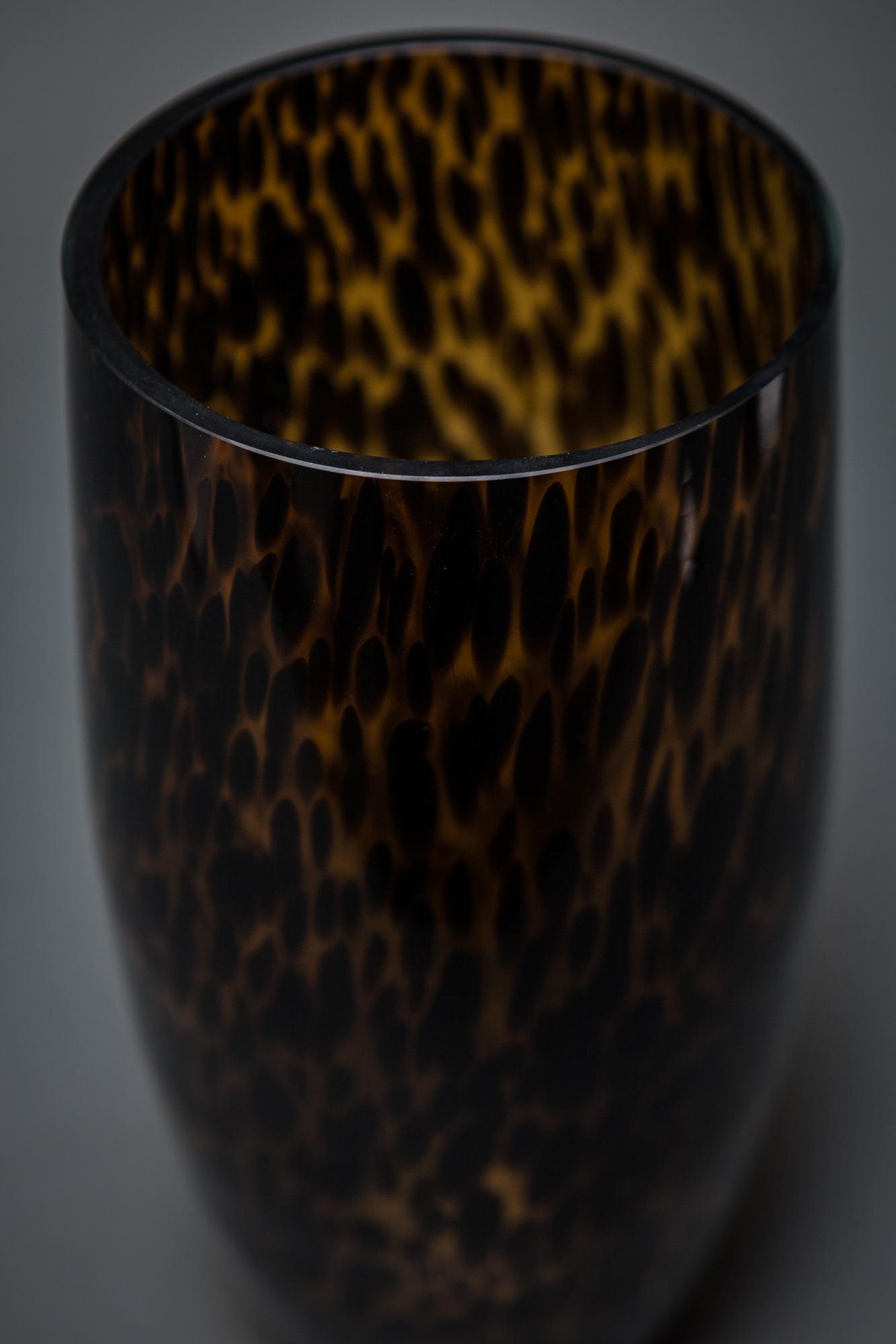 Rib Optic Tortoiseshell on Amber Vase