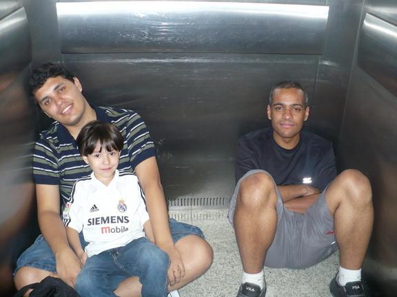 Presos no elevador ~ Nando, Gustavo & Cláudio